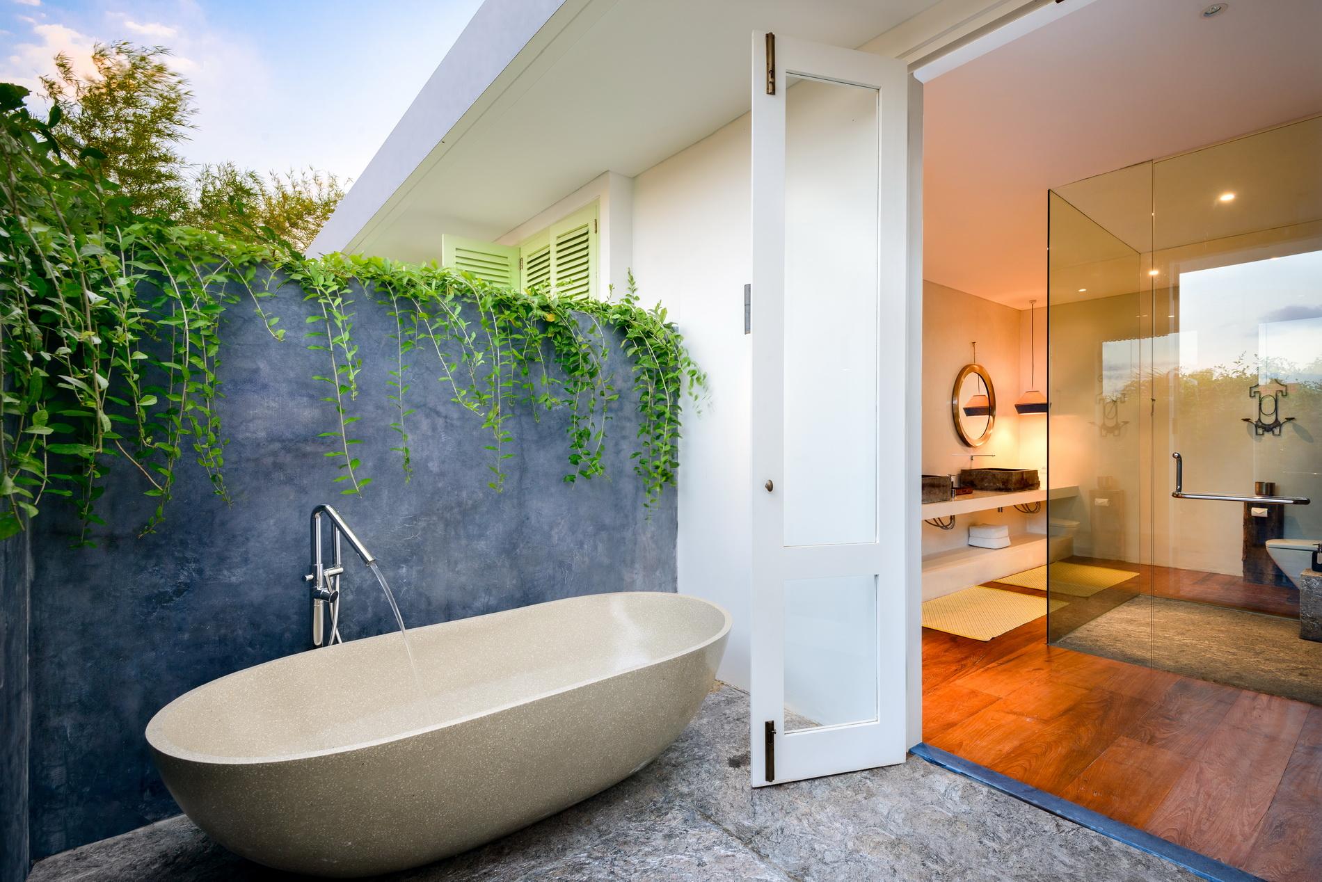 Vs Full Bathroom En Suite Bathroom: Villa-1880-batubelig-bedroom-ii-ensuite-bathroom-outside